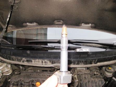 Замена свечей зажигания на Хонда Сивик 4Д