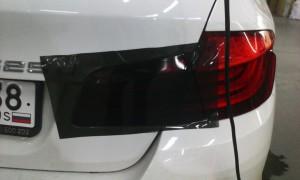 tonirovka-zadnix-fonarej-avtomobilya-02