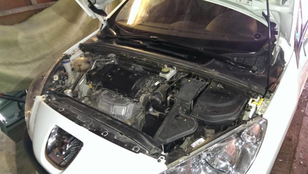 Замена масла в двигателе Пежо 308