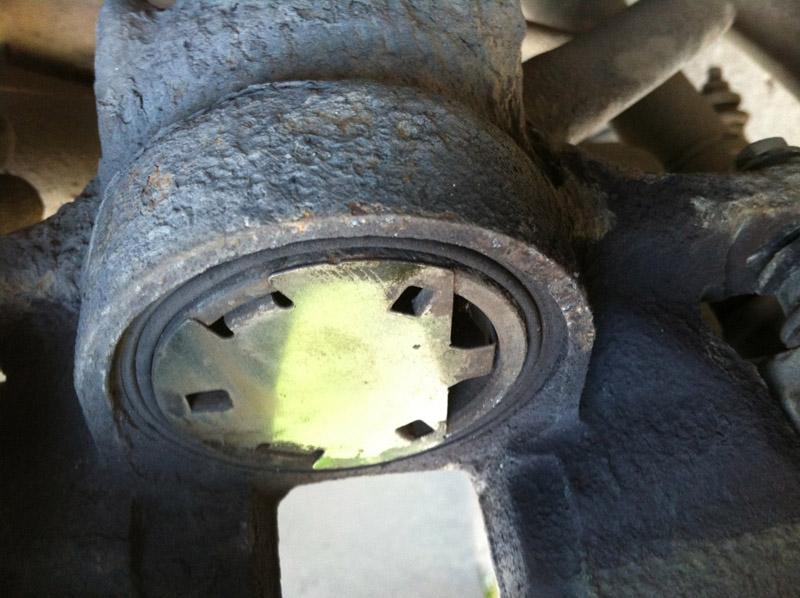 Замена передних тормозных дисков на Пежо 308