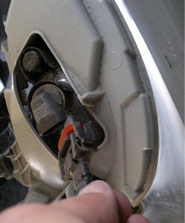 Снятие переднего бампера на Хендай Солярис