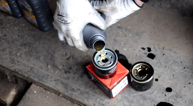 Замена масла в двигателе Ниссан Альмера Классик