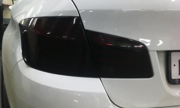 Тонировка задних фонарей автомобиля пленкой